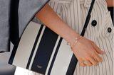Schmuck der Royals: trägt Ringe und Armbänder