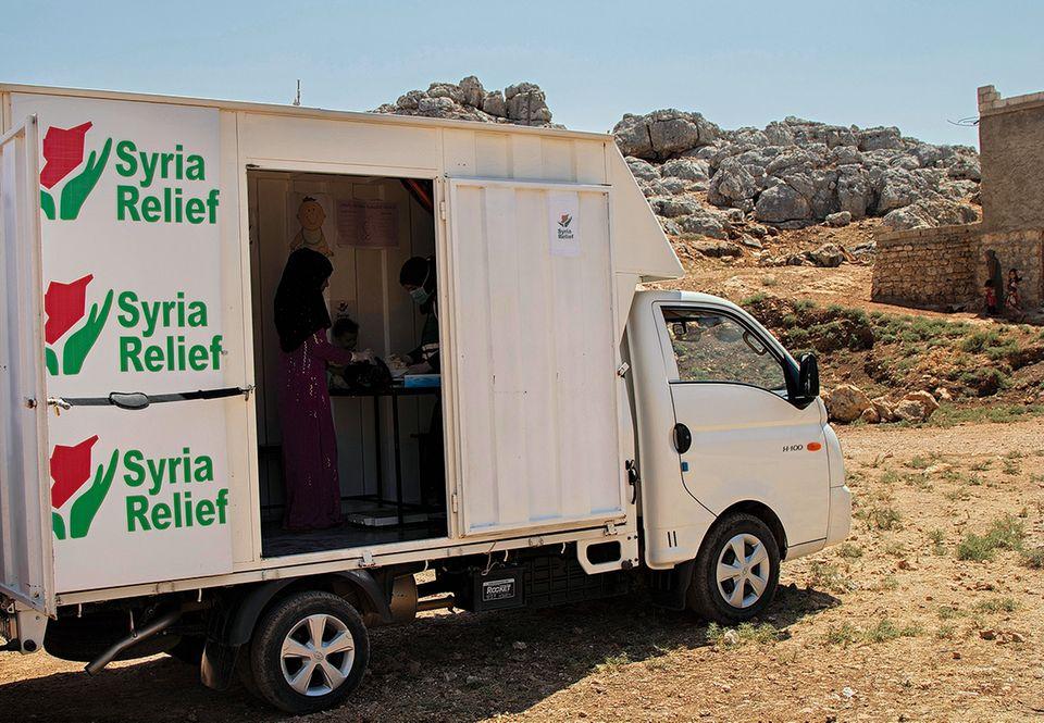 Ein Schal fürs Leben: Mobile Ernährungsklinik
