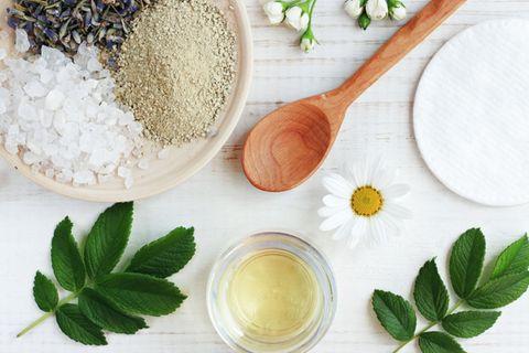 Badeöl selber machen: Zutaten für Hautpflegeprodukte