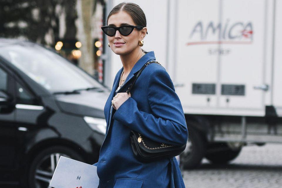 Jeans-Styles: Jeans mit blauem Mantel