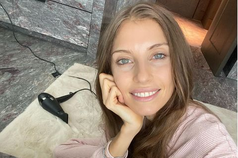Cathy Hummels: Entspannung mit Föhn