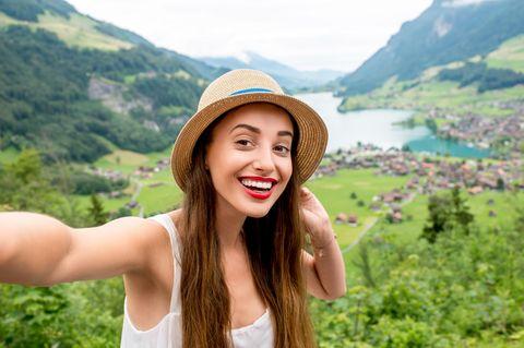 Was können wir von den  Schweizern lernen: Frau in den Bergen