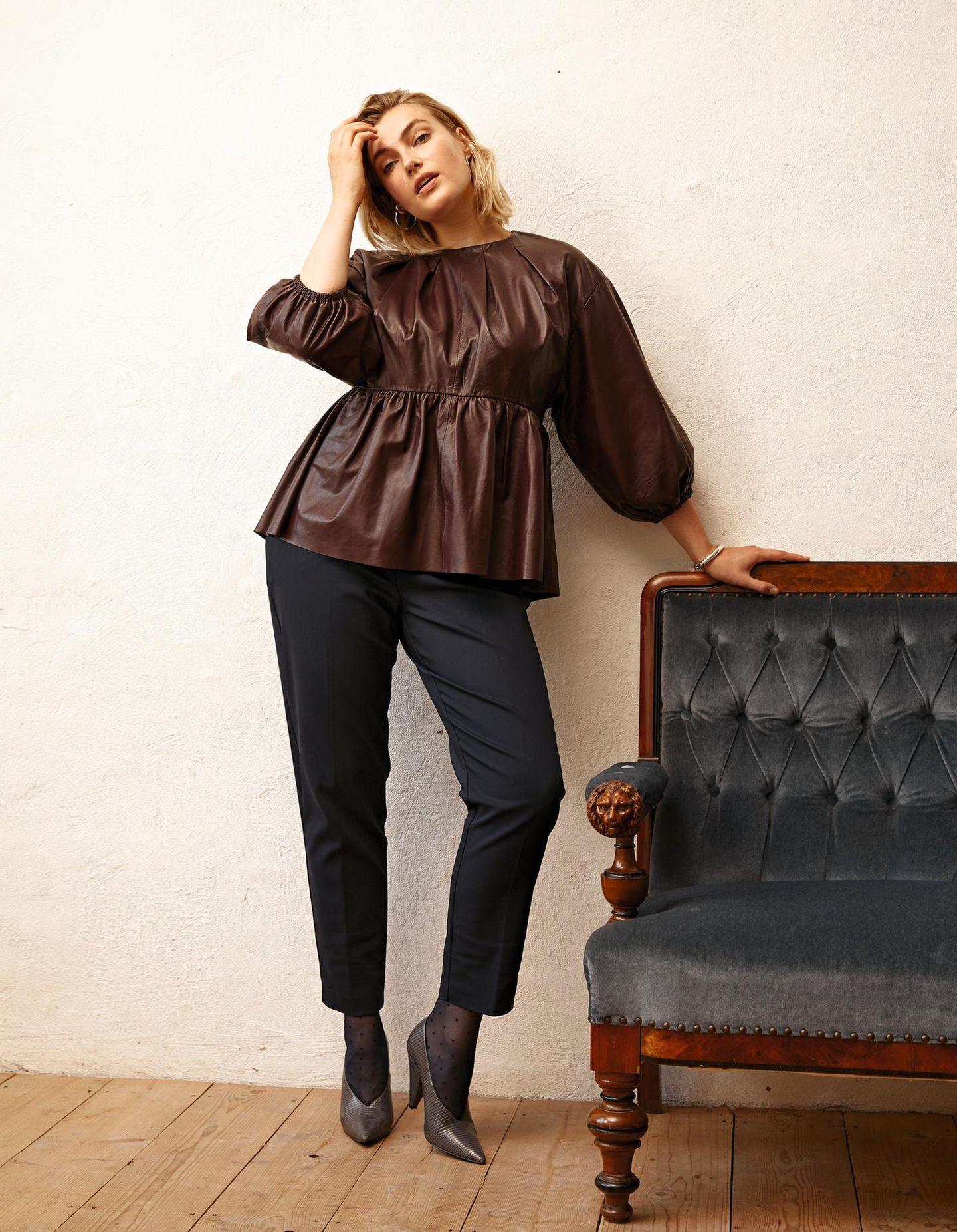 Tolle Mode: Tailliertes Ledershirt mit Hose