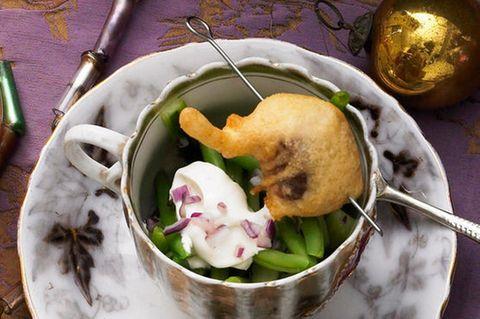 Gebackene Karpfenfilets auf Gurken-Dill-Salat