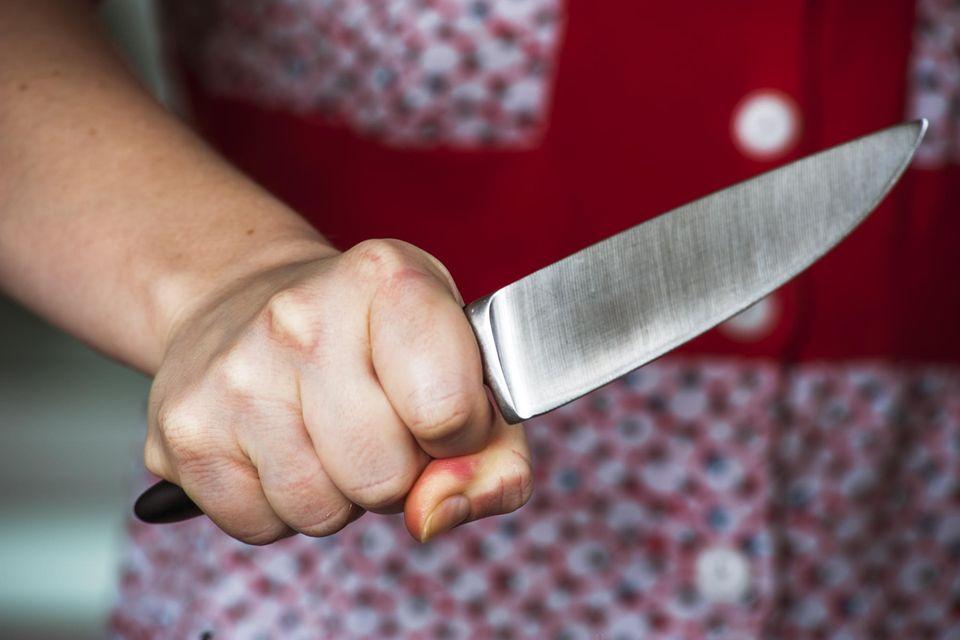 Mit diesem Alltags-Gegenstand kannst du sofort dein Küchenmesser schärfen