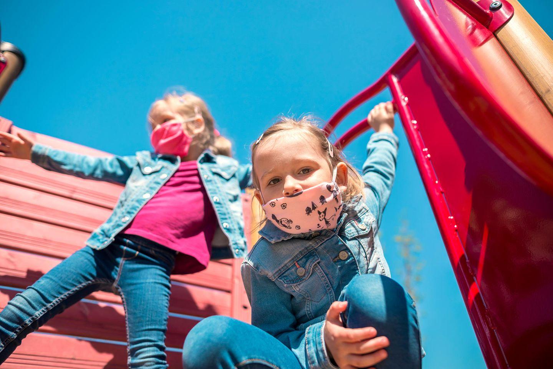 Corona aktuell: Kinder mit Mundschutz