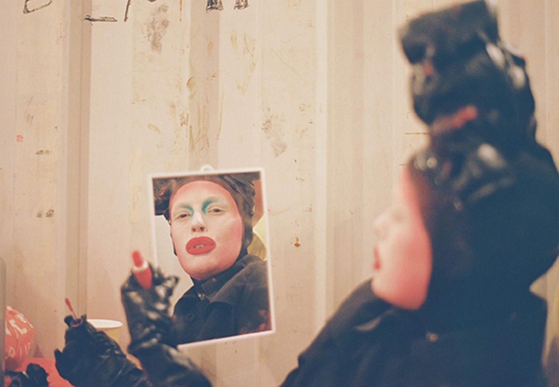 New Queer Photography: Drag mit Spiegel