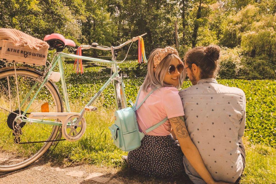Pränatadiagnostik: Jana und Marvin neben dem Rad