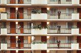 Die schönsten Hochzeitsbilder des Jahres: Brautjungfern und Trauzeugen auf Balkonen