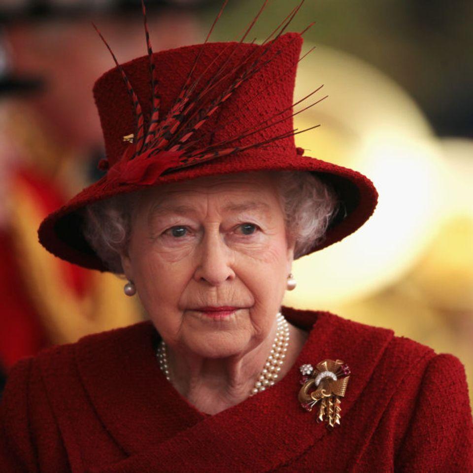 Queen Elizabeth: Rücktritt? Die Regierung meldet sich!