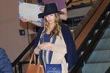 Gleiche Outfits der Royals: Jessica Alba mit cognacfarbenen Shopper