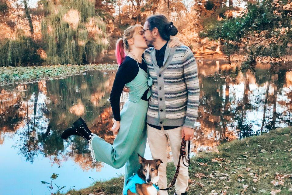 Pränatadiagnostik: Jana und Marvin küssen sich
