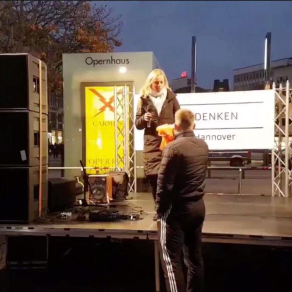 Quedenker-Rednerin vergleicht sich mit Sophie Scholl