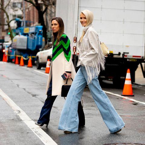 Jeans: Zwei Frauen auf der New York Fashion Week