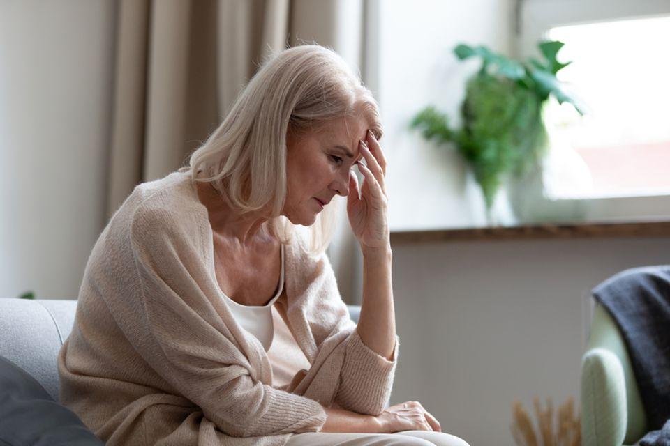Wechseljahresbeschwerden: Müde Frau