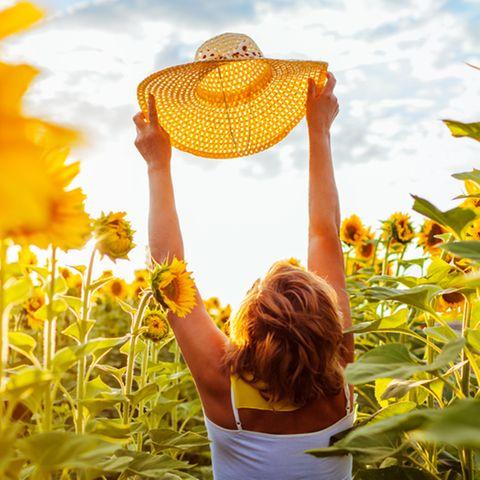 Entspannt durch die Wechseljahre: Glückliche Frau