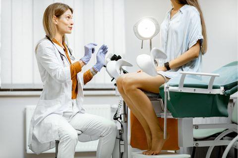Das solltest du beim Frauenarzt unbedingt vermeiden
