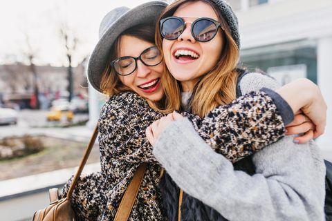 Bekommen Freundinnen wirklich gleichzeitig ihre Tage?