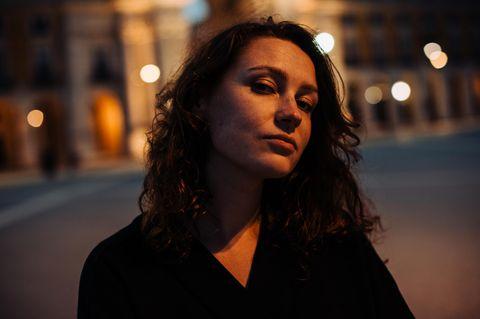 Narzissten: Frau auf der Straße