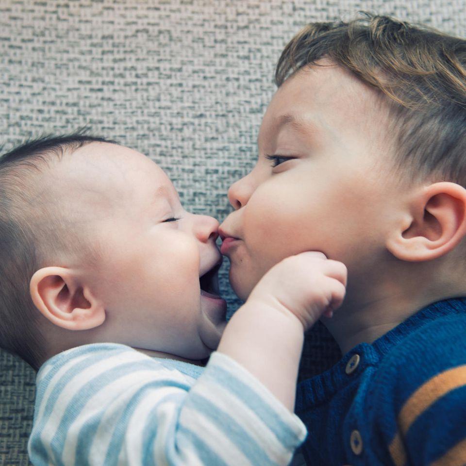 Zwillinge mit zwei Jahren Altersunterschied