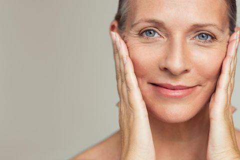 Slow-Aging: Gesicht einer mittelalten Frau