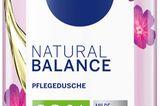NIVEAerweitert die NIVEA Natural BalancePflegeserie nun um drei Pflegeduschenmit 98% Inhaltsstoffen natürlichen Ursprungsund Bio-Arganöl. Unser Favorit: Wildrosen-Duft.Die rein vegane Pflegeformel ist frei von Mikroplastik, Sulfat SLES und Parabenen. Von NIVEA, etwa 4 Euro.