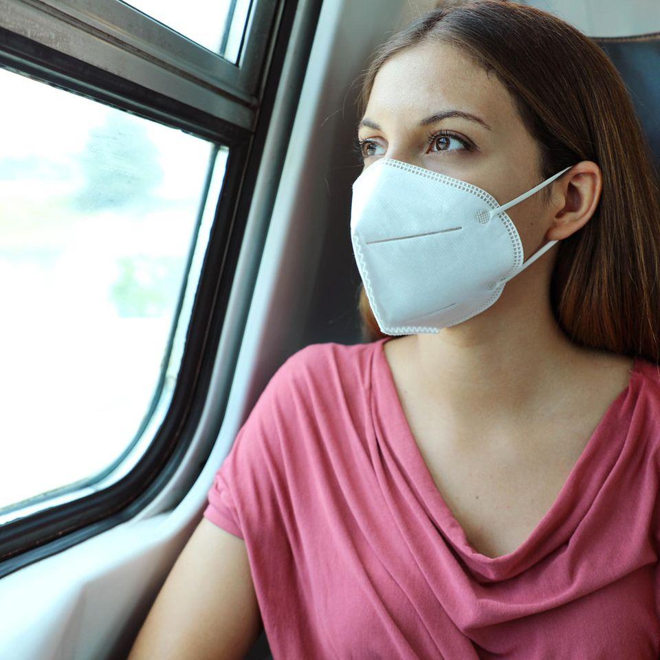Corona aktuell: Frau mit Schutzmaske