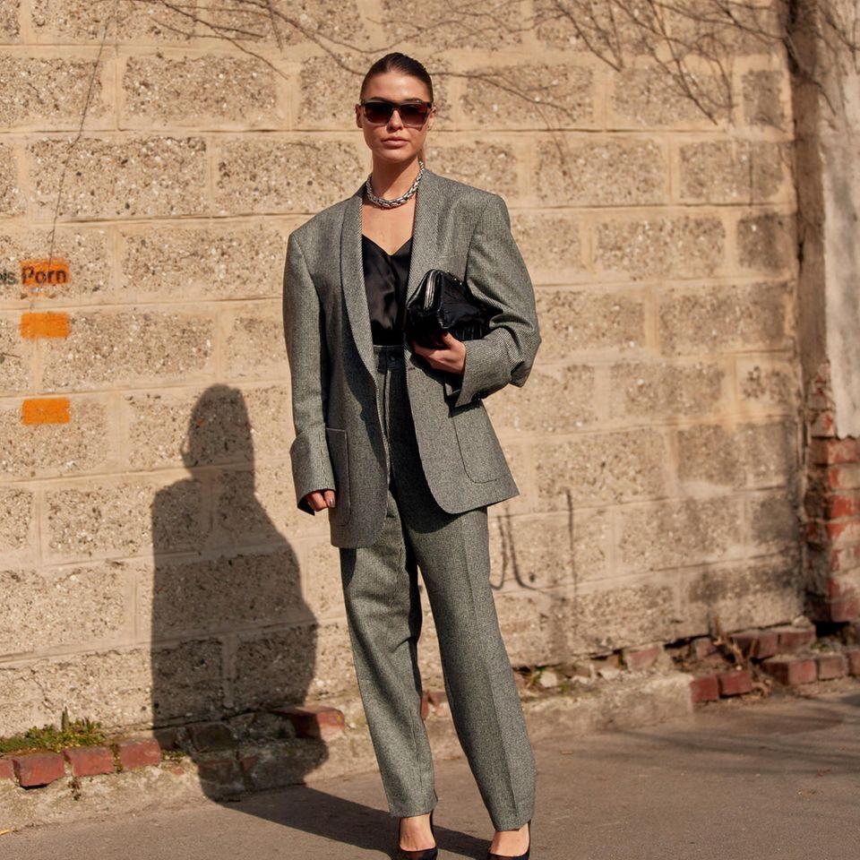 Herzauschnitt: Frau auf der Fashion Week