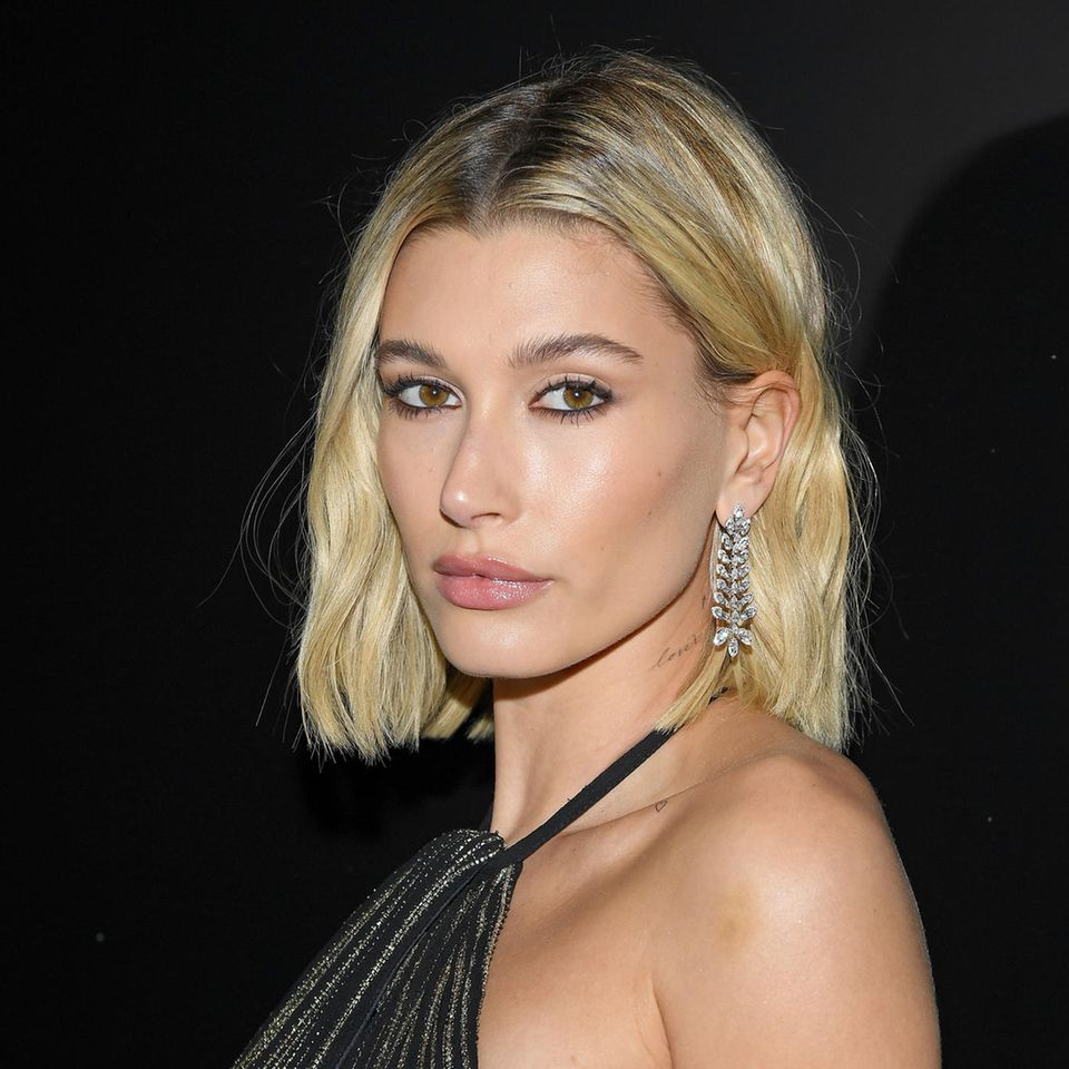 Vertical Cut: Hailey Bieber