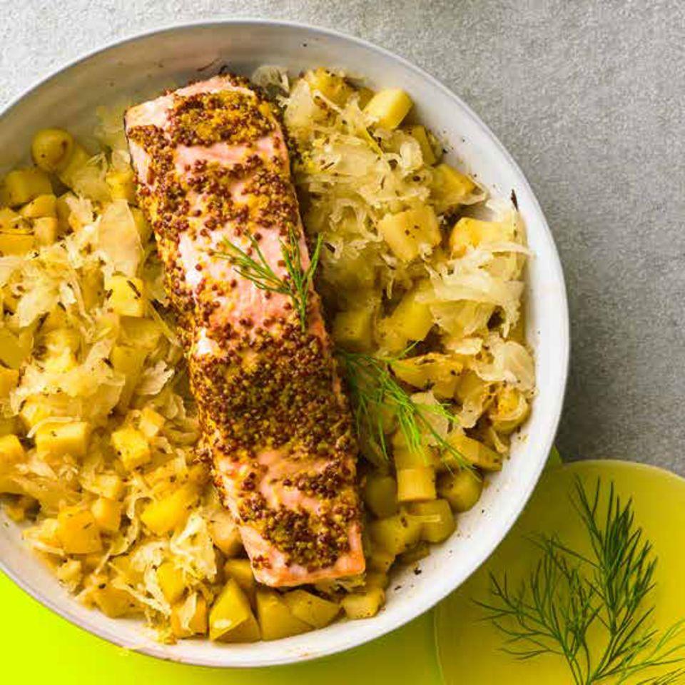 Senf-Lachs auf Sauerkraut