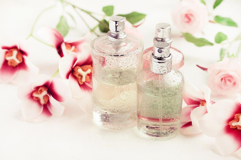 Bodyspray selber machen: Bodyspray mit Blüten