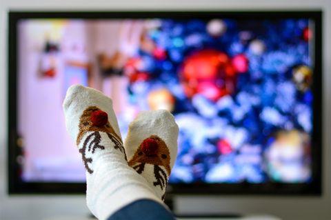 Weihnachtsspots, über die wir alle reden: Füße vor dem Fernseher