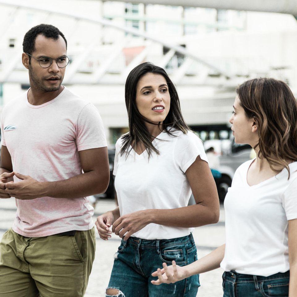 Rassismus: Drei Personen unterschiedlicher Nationalitäten