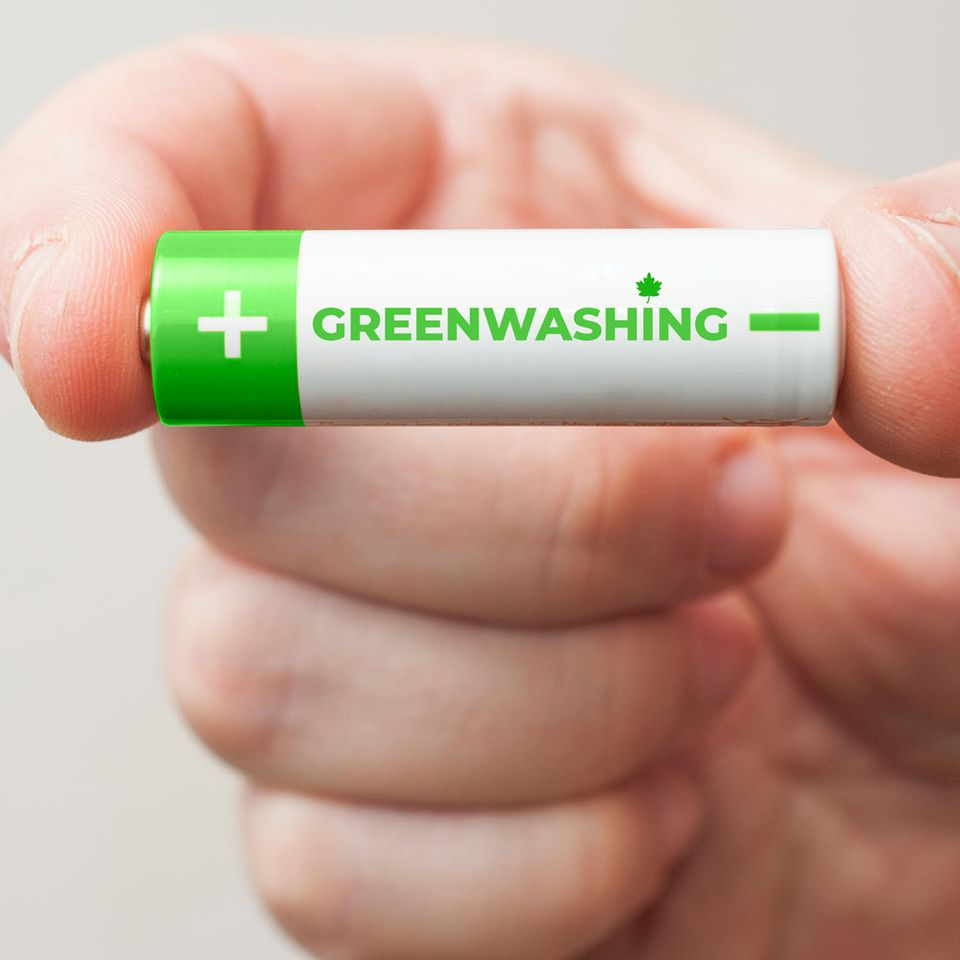 Batterie mit Greenwashing-Aufschrift
