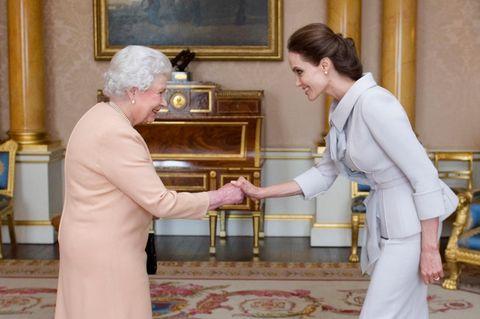 Royals: Queen Elizabeth und Angelina Jolie