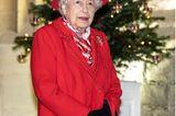 Weihnachten bei den Windsors: Königin Elisabeth vor Tannenbaum
