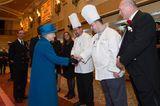 Weihnachten bei den Windsors: Königin Elisabeth mit Köchen
