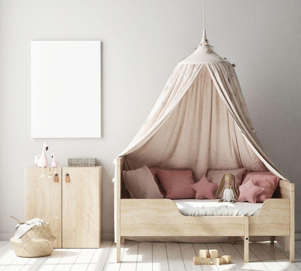Kinderzimmer gestalten: kinderbett mit Himmel