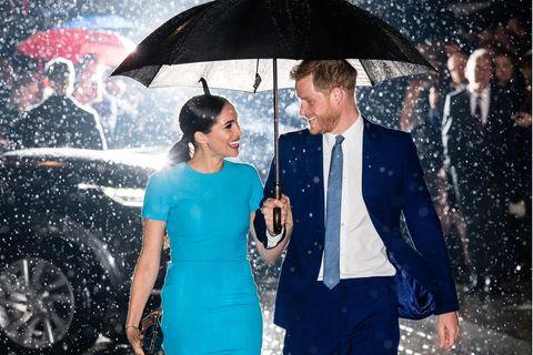 Royals: Meghan Markle und Prinz Harry im Regen