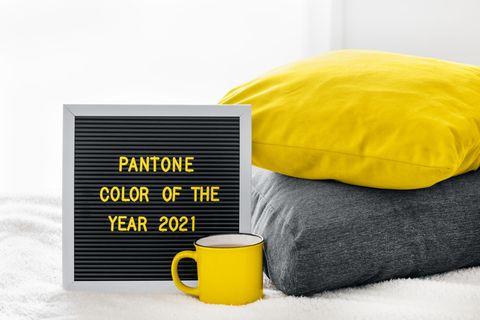 """Pantone-Farbe 2021: Diese Teile in """"Iluminating Yellow"""" und """"Ultimate Grey"""" brauchen jetzt!"""