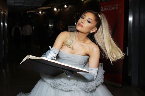 Ariana Grande zeigt ihren Verlobungsring