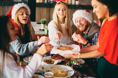 Joggen: Freunde beim Weihnachtsessen
