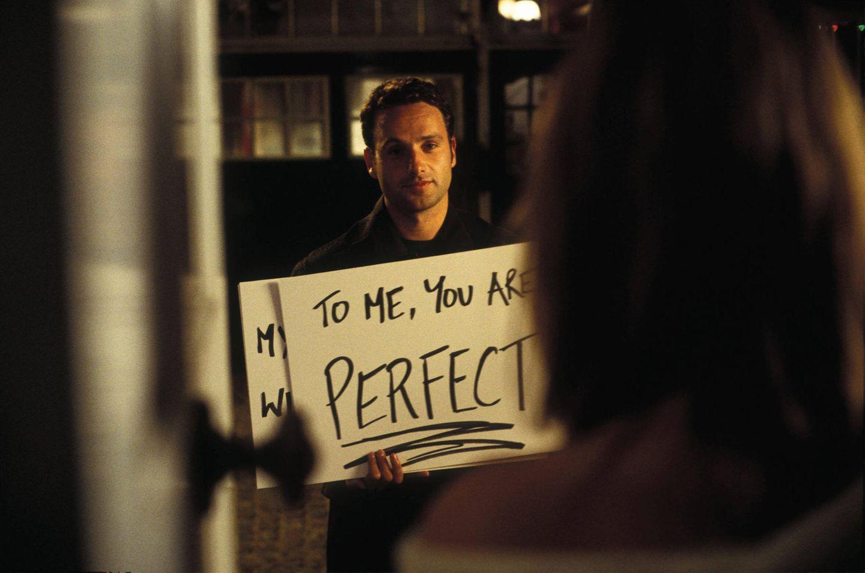 """""""Tatsächlich Liebe""""-Stars: Andrew Lincoln mit Schild"""