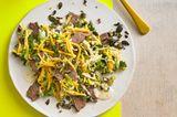 Wirsingsalat mit Kürbis und Rindfleisch