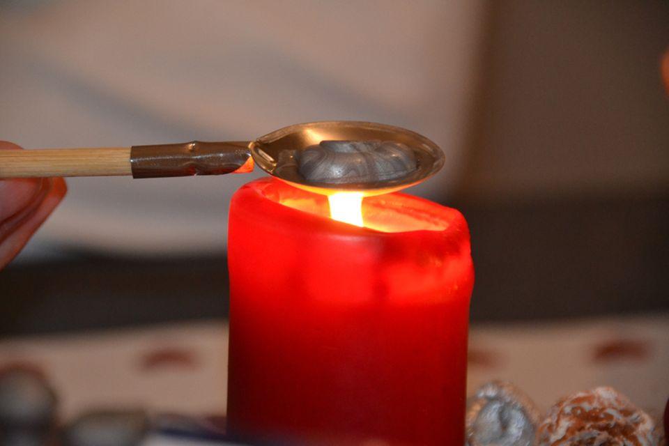 Kerzenreste verwerten - Wachsgießen