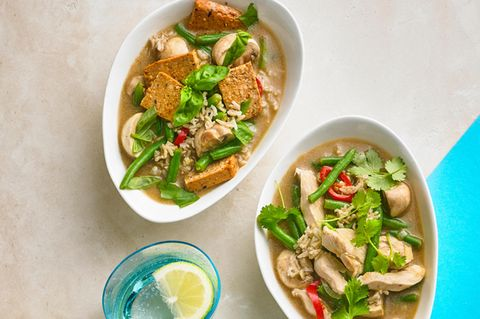 Thailändische Kokossuppe mit Tofu oder Huhn