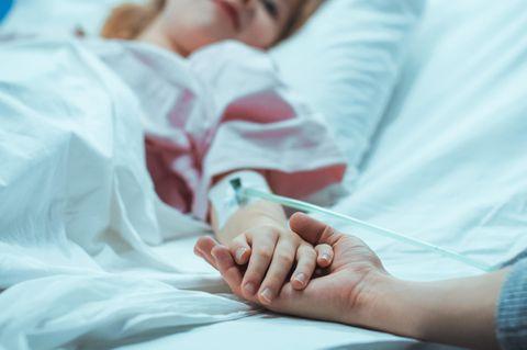 Corona aktuell: Mädchen im Krankenhaus
