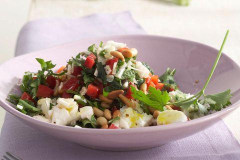 Knoblauch-Petersilien-Salat mit Fetakäse