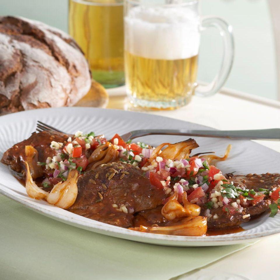 Geschmorte Beefsteaks mit Tomaten-Gremolata