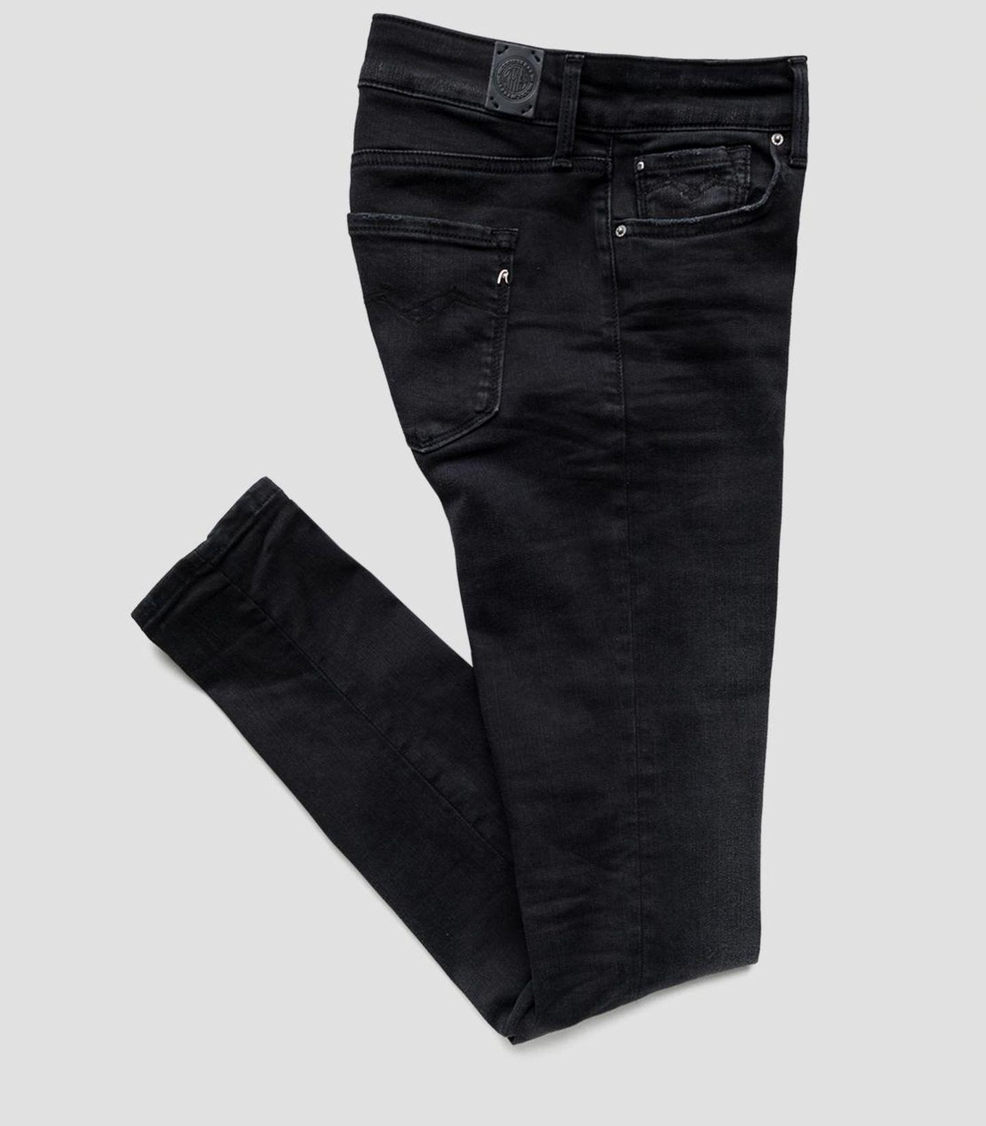 Nachhaltig geht auch cool! Replay launcht die Hyperflex Re-Used Denim und setzt damit nicht nur auf gewohnt stylische Schnitte, sondern aufJeans, dieden höchsten international anerkannten, umweltfreundlichen Standards entsprechen. High Waist Skinny Jeans New Luz, um 160 Euro.